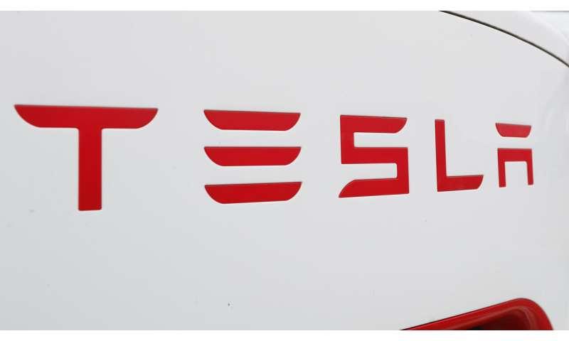 Tesla ekes out small 1Q net profit, surprising Wall Street