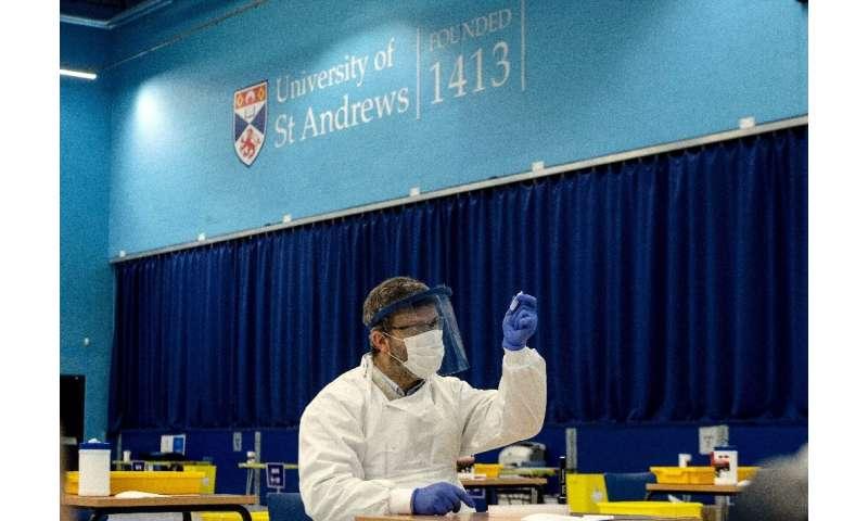 این دانشگاه با قدمت چند قرن ، این مرکز را به عنوان بخشی از آزمایشات Covid-19 برای دانشجویان سراسر اسکاتلند ایجاد کرده است