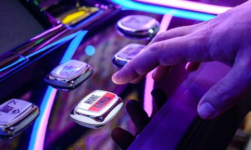 Ada krisis kesehatan lain yang menjulang - apa yang terjadi ketika mesin poker dihidupkan kembali?