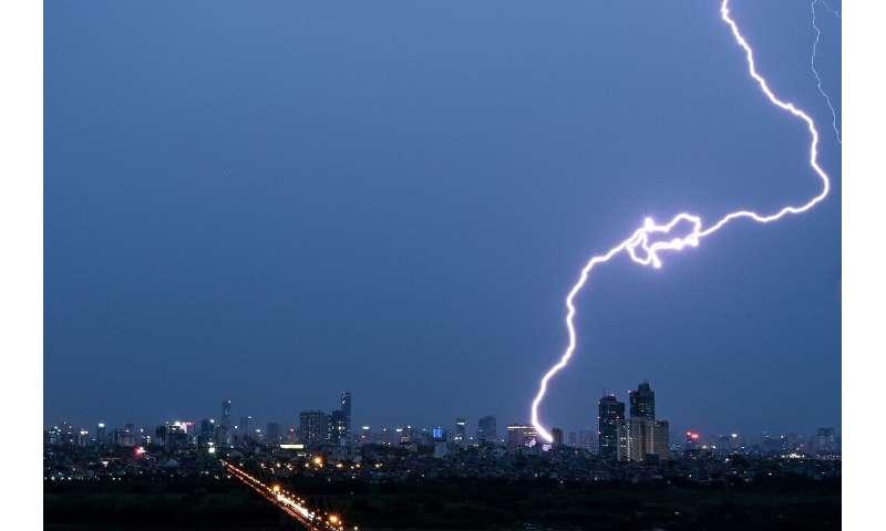 700-km Brazil 'megaflash' sets lightning record Theunweather