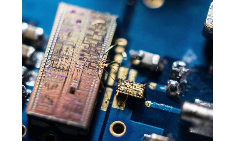 Tiny device enables new record in super-fast quantum light detection
