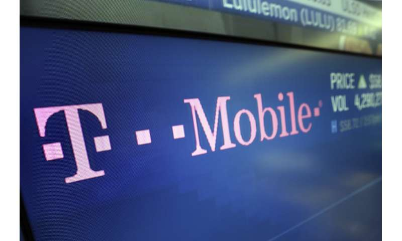 T-Mobile says it's working to fix widespread network issues