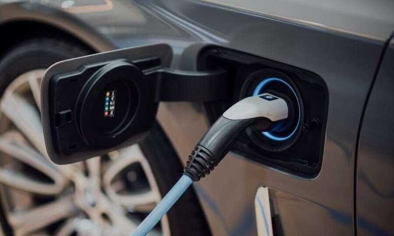 Untuk meningkatkan pengurangan emisi dari kendaraan listrik, ketahui kapan harus mengisi daya