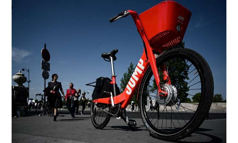 Uber's Jump electric bikes and scooters will be managed by micromobility rival Lime under a tie-up between the two companies