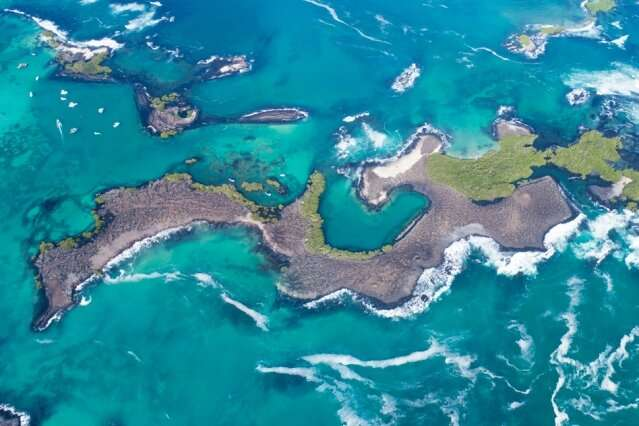 What is the lifespan of volcanic islands like Hawaii and the Galapagos?