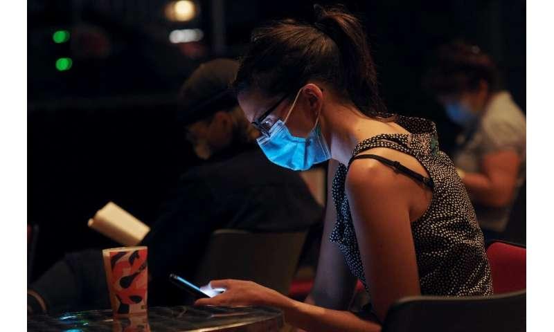 Dengan lebih banyak orang yang mengandalkan ponsel cerdas mereka untuk barang dan jasa selama pandemi, perusahaan berkembang melayani mereka d
