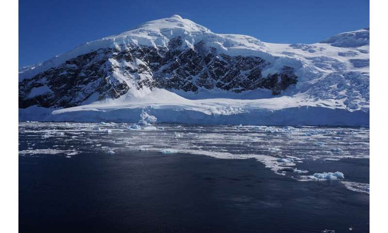 Worsening rifts and fractures spotted at two of Antarctica's most important glaciers