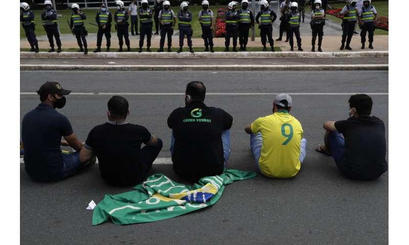 Brazil health secretaries call for lockdowns as virus soars