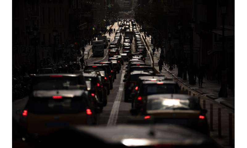 Taxi driver unions protest Uber's return to Barcelona