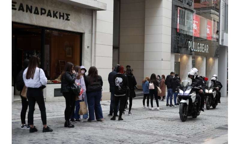 Greece to reopen high schools but stay in lockdown