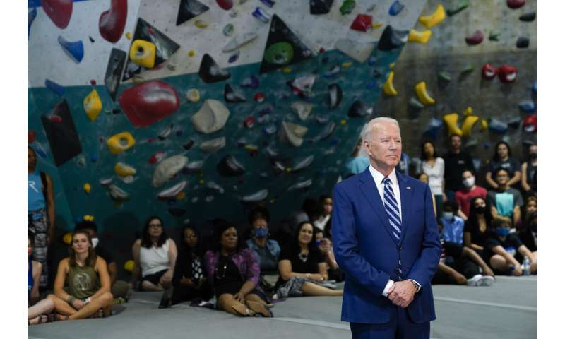 Biden marks the progress of the vaccine, thanks to the troops before the holidays