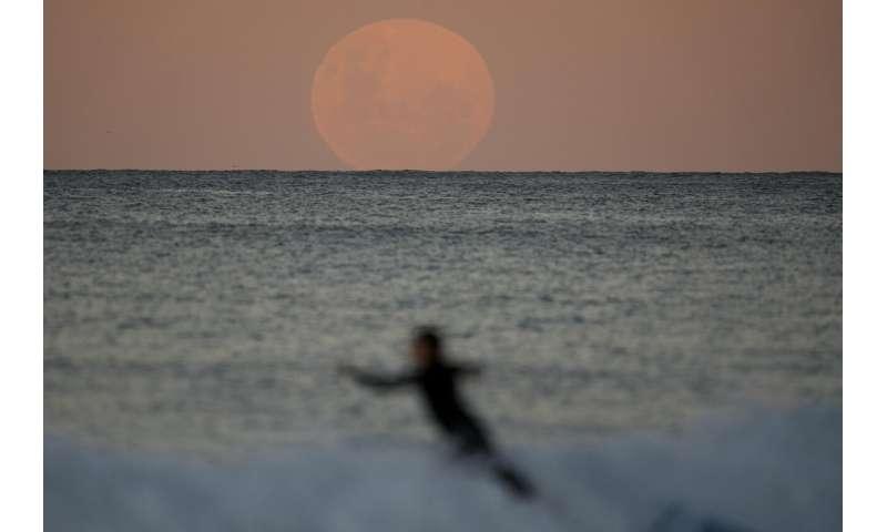 Buildup to super blood moon eclipses the finale