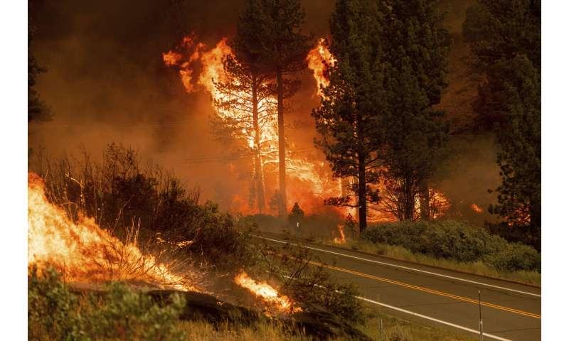California fire prompts evacuations; Oregon blaze balloons