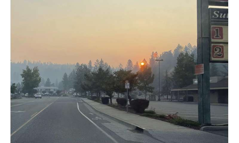 Crews struggle to stop fire bearing down on Lake Tahoe