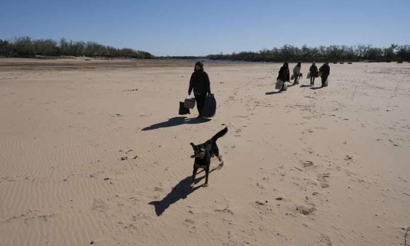 Drought hits South American river, threatening vast ecosystem