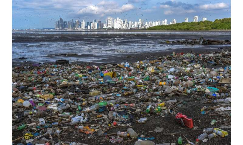 Every year 6.4 million tons of waste end up in the sea, of which between 60% and 80% are plastics