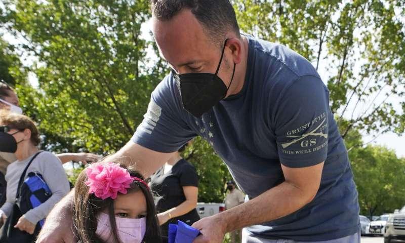Florida board reverses mask mandate, complies with DeSantis
