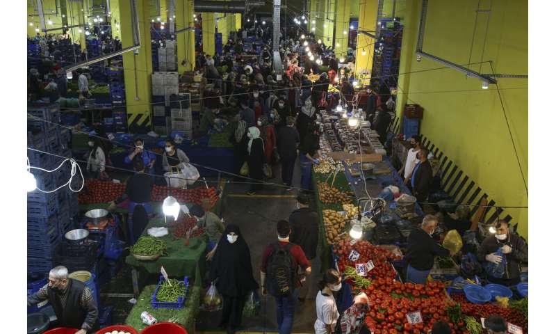 Full lockdown takes effect in Turkey, people leave cities