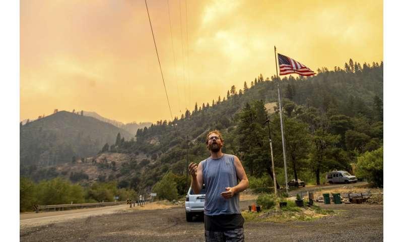 Huge Oregon blaze grows as wildfires burn across western US