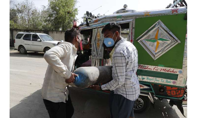 India virus patients suffocate from low oxygen amid surge