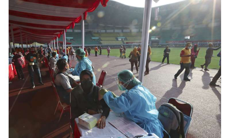 Indonesia holds mass vaccination to scale up virus fight
