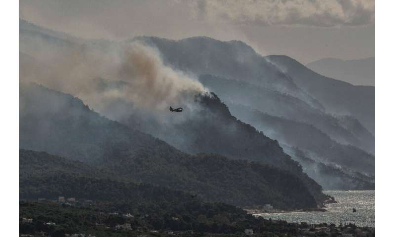 More than 270 firefighters, backed by 16 aircraft and by the army were fighting the blazes on the Geraneia mountain range