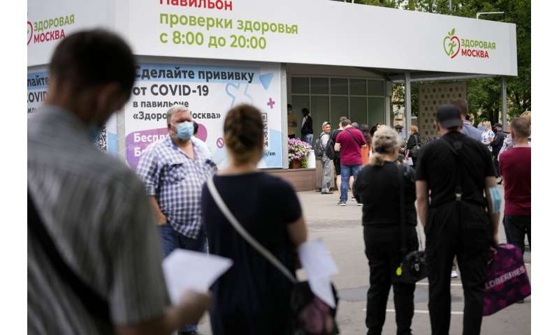 No lockdown plans in Russia as virus deaths hit new record