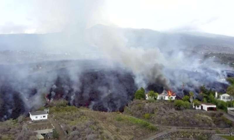 Nobody hurt but much damage in Spanish volcano eruption