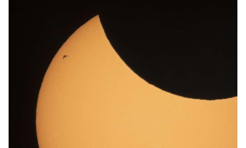Solar eclipse thrills world's northern tier Sunrise-special-solar-1