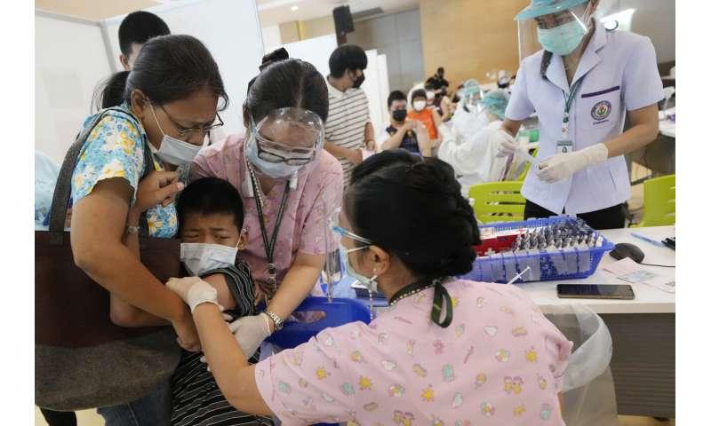 Thai campaign to vaccinate schoolchildren makes progress