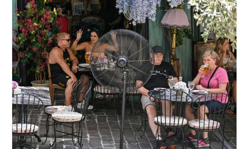 Tourists swelter in the Athens heatwave
