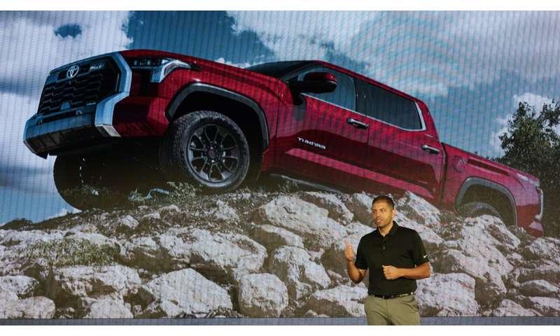 Toyota scraps V8 in Tundra redesign, adds hybrid powertrain
