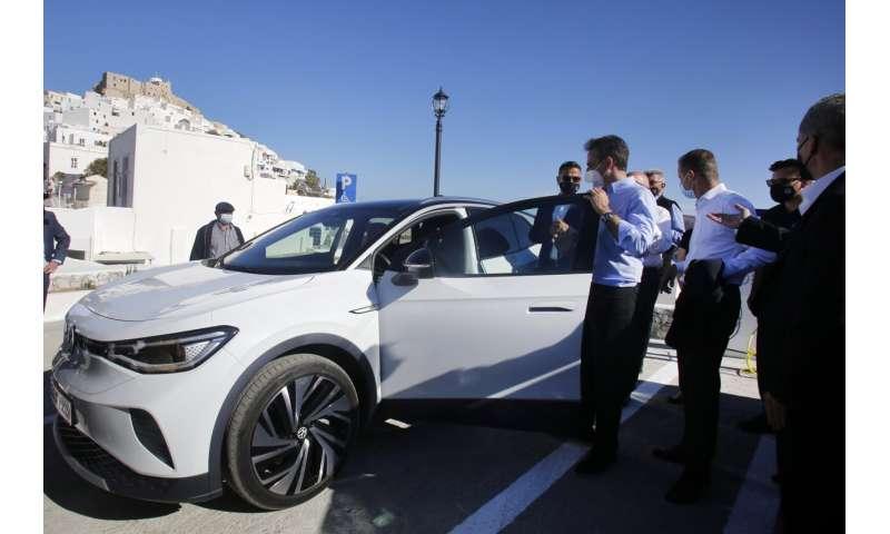 Volkswagen tests electric cars, transit apps on Greek island