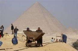 Egypt: New find shows slaves didn't build pyramids (AP)