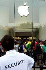 More than 200,000 Apple iPhone 4s have been sold in China within days of going on sale