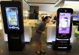 Samsung Q1 net profit surges to record high (AP)