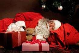 Santa Claus risks health by flying all night, sleep experts warn
