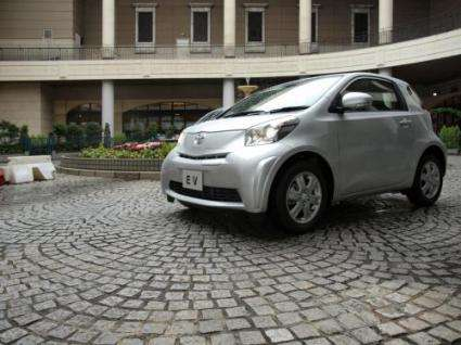 Toyota shows off its new iQ electric-car prototype