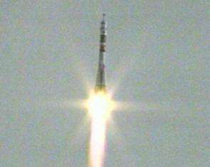 Expedition 13 launches