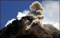Merapi volcano spews hot thick smoke