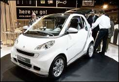 Journalists view the new Smart 'fortwo'