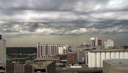 Iowa woman's photo sparks push for new cloud type (AP)