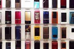 Worldwide mobile phone sales fell by 6.1 percent in the second quarter from a year ago