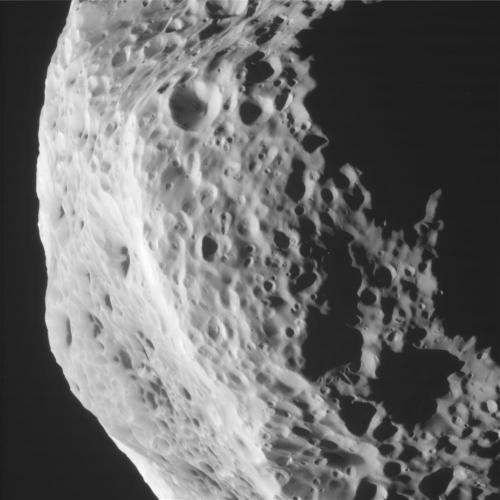 Cassini closes in on Saturn's tumbling moon Hyperion