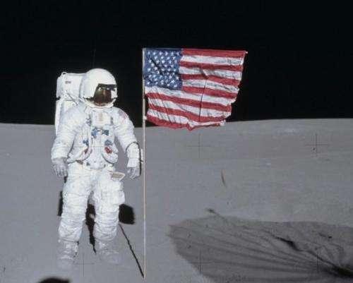 "Apollo astronaut returns ""stolen"" camera"