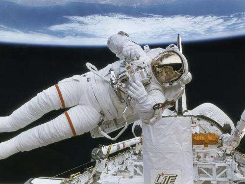 Astronaut Tests SAFER Backpack
