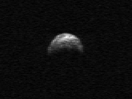 Quarter-mile-wide asteroid coming close to Earth (AP)