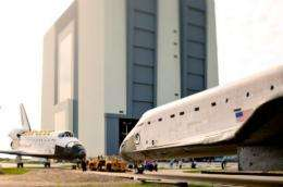 Bad weather is delaying the transfer of the shuttle Endeavour (R) from Florida to California