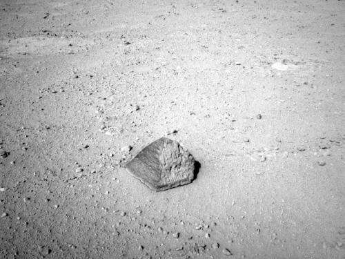 Mars rover Curiosity targets unusual rock enroute to first destination