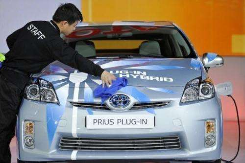 Foreign auto makers are promoting electric cars in China but sales are slow
